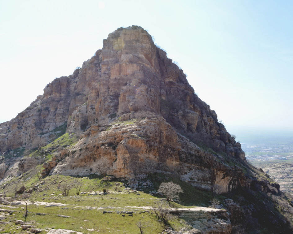 The limestone mountain range extends from Duhok to Zaxo city ©Kastro Youssef